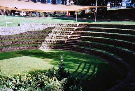 Melbourne Celebrant | Meriki Comito | Footscray Park Amphitheatre Weddings