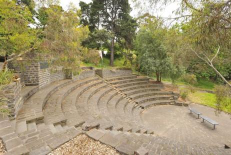 Melbourne Celebrant | Meriki Comito | Studley Park Weddings