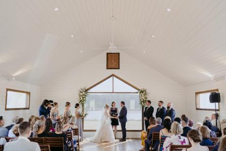 Daylesford weddings with Melbourne Marriage Celebrant Meriki Comito