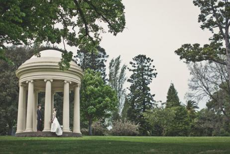 Melbourne Marriage Celebrant Meriki Comito | Fitzroy Gardens Wedding | Photo credit: Duuet Photography