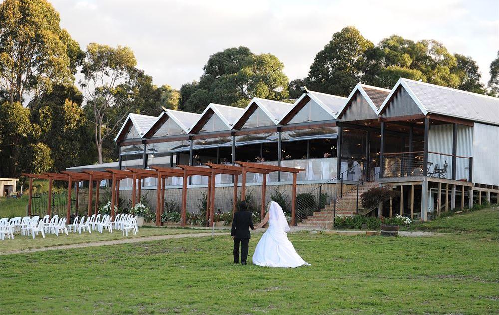 Yarra Ranges Estate outdoor wedding ceremony location