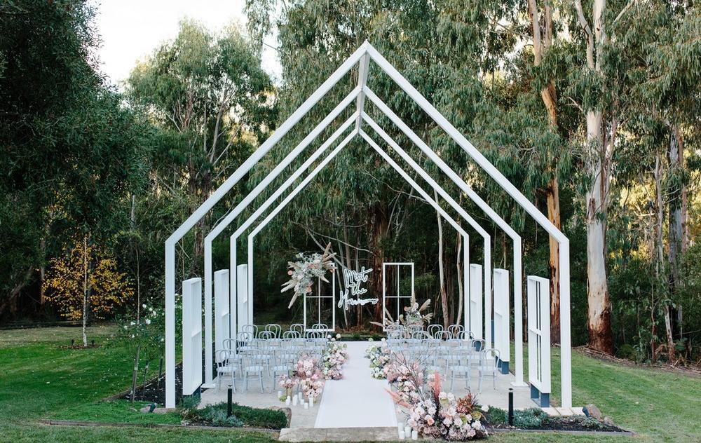 Yarra Valley estate outdoor wedding ceremony location